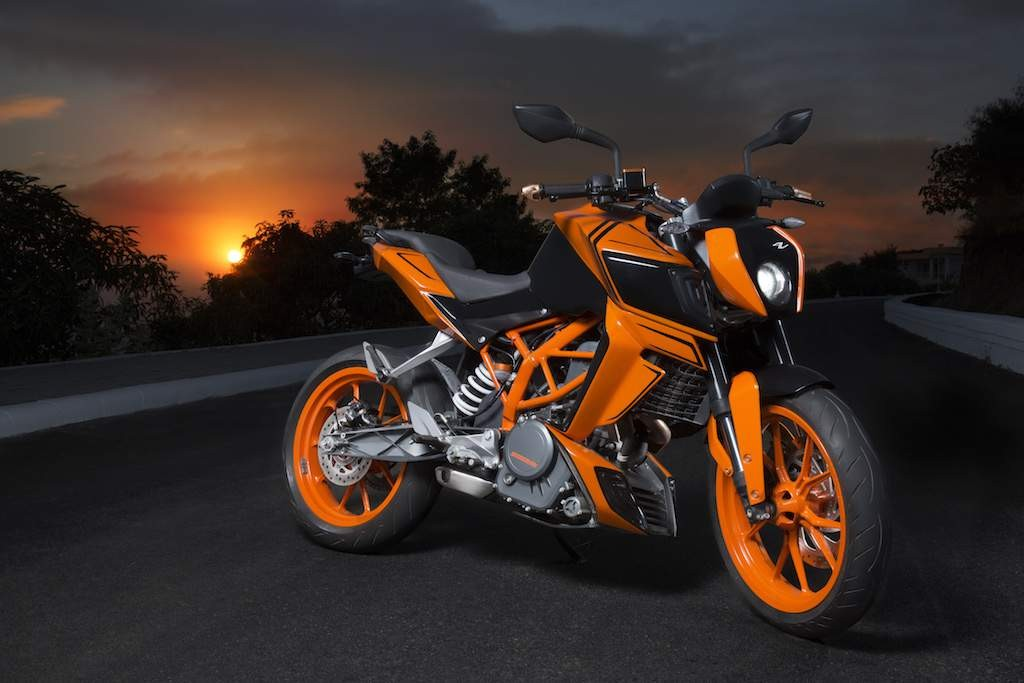 yuvraj singh s x12 is nothing but a customized ktm duke 390 gaadikey. Black Bedroom Furniture Sets. Home Design Ideas