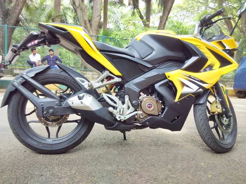 1-Bajaj-Pulsar-RS200-Side-V