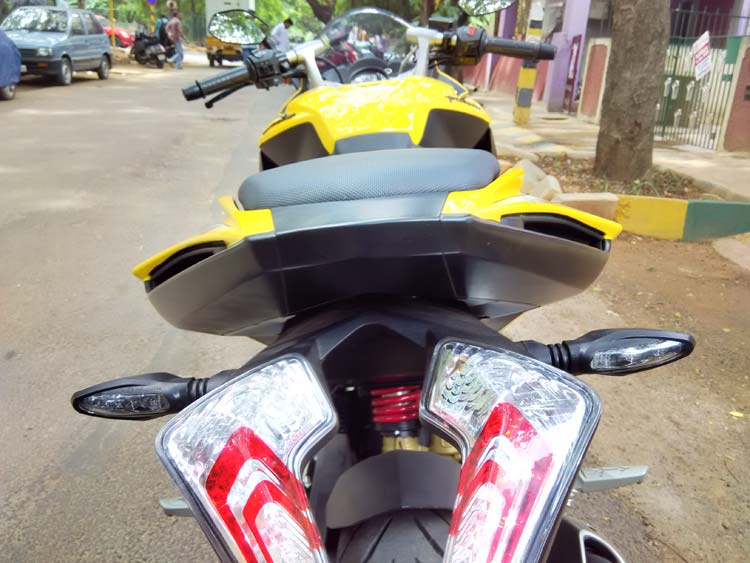 8-Bajaj-Pulsar-RS200-View-f