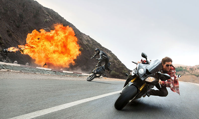 2-Tom-Cruise-on-the-BMW-S1000RR-in-Mission-Impossible-_Rogue-Nation