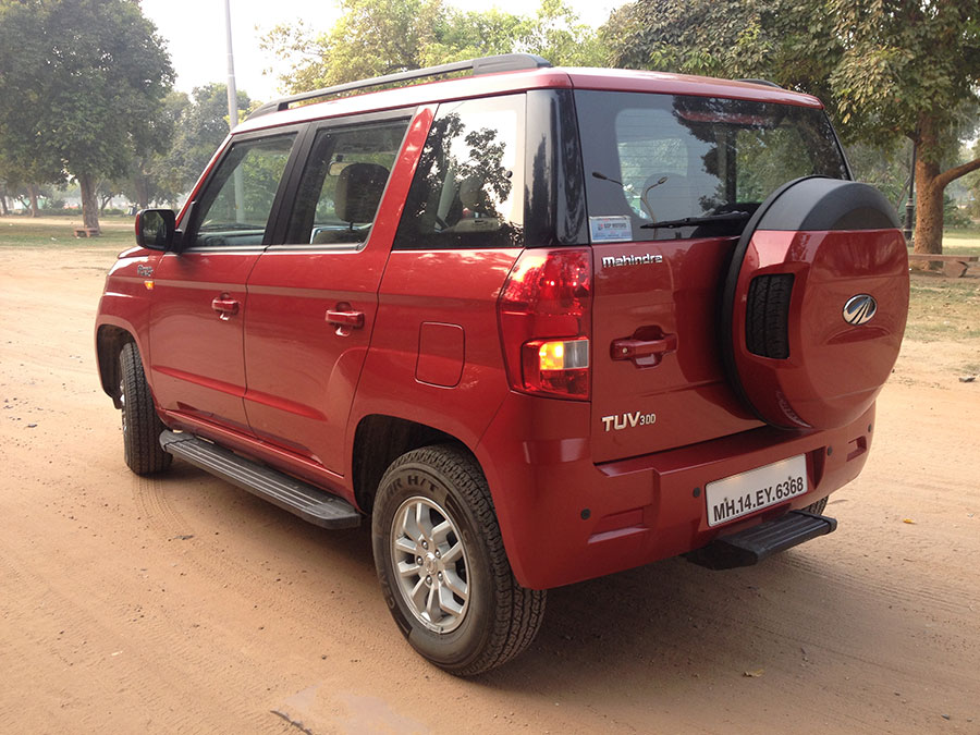 Mahindra TUV300 Side View from Rear