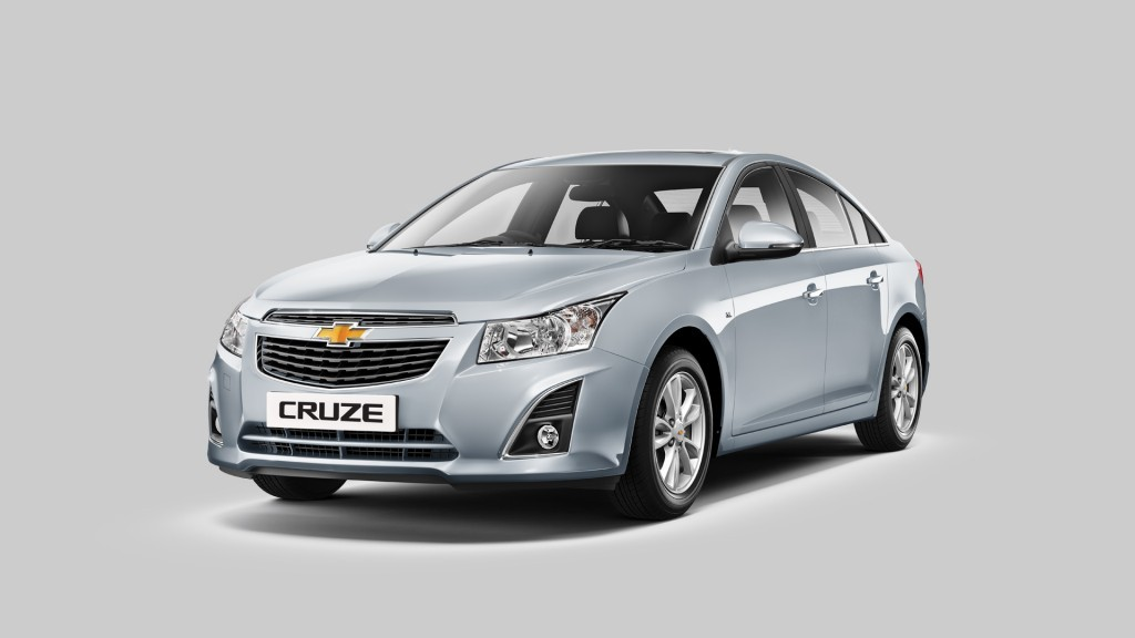 Chevrolet Cruze Side Front View