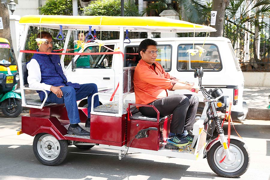 Extramile Gas Tech Launches Battery Operated E Rickshaw In