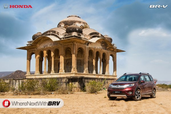 Honda BR-V Photo in Red