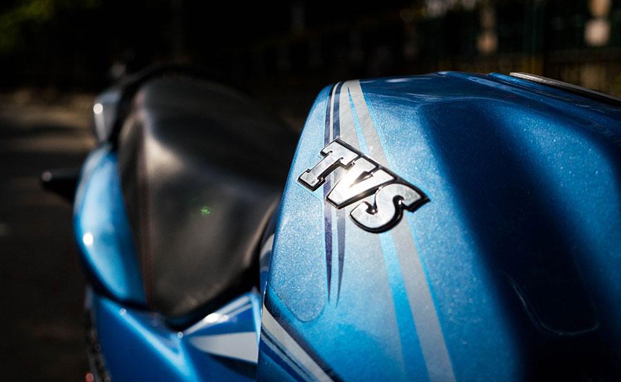 TVS-Logo-on-fuel-tank-of-Victor