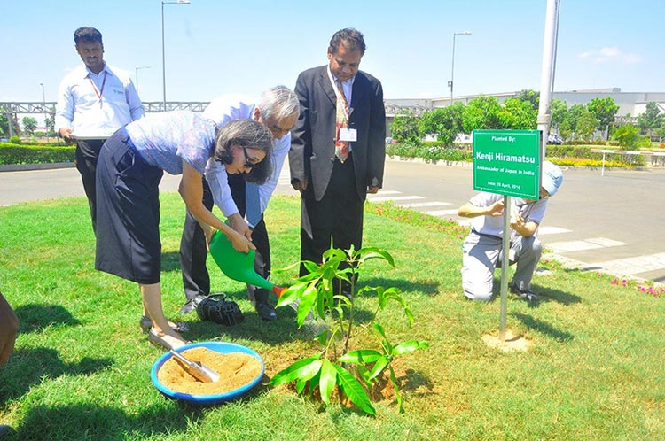 1-Mr.-&-Mrs.-Hiramatsu-planted-a-sapling-at-Renault-Nissan-Alliance-plant-in-Chennai