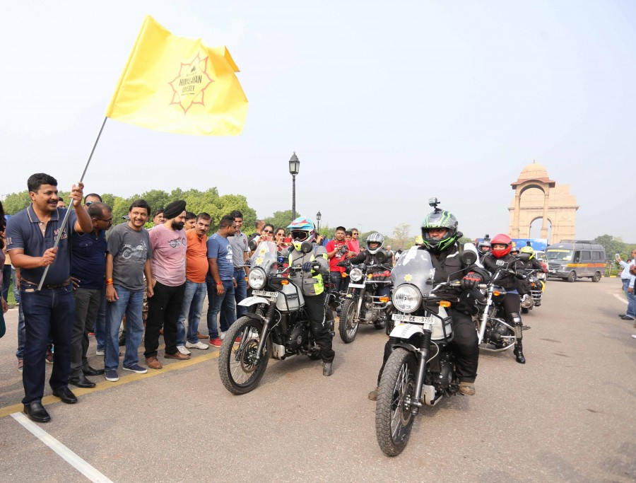 First Ho-W being flagged off at India Gate on Saturday