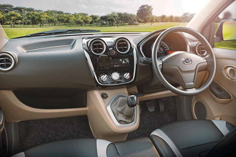 Datsun GO+ Dashboard Interior Photos