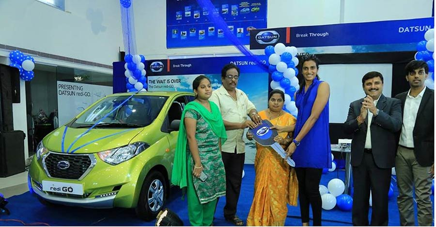 PV Sindhu handing over Datsun RediGO car to one of its customers