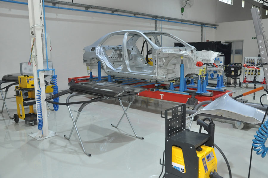 Mercedes benz opens advanced auto body repair training for Mercedes benz auto body shop
