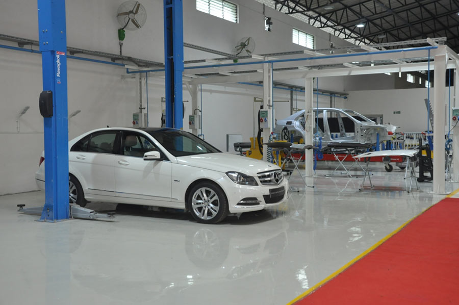 Mercedes benz opens advanced auto body repair training for Mercedes benz collision repair