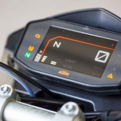 2017 KTM Duke 390 Dashboard can Sync and Display Maps from Smartphones
