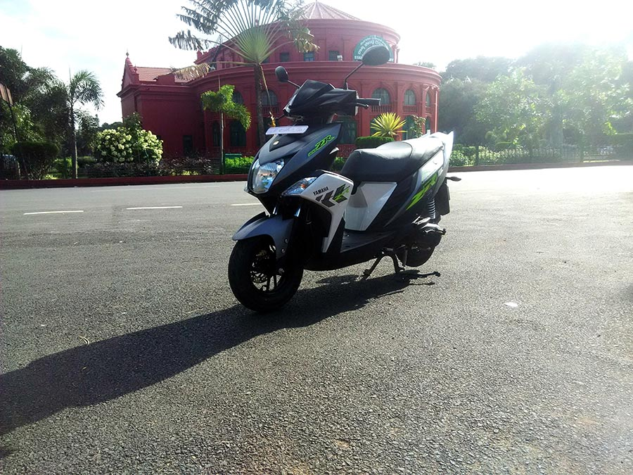 Yamaha RayZR Design and Features Photo 1