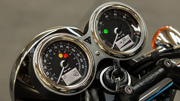 Triumph T100 Dashboard