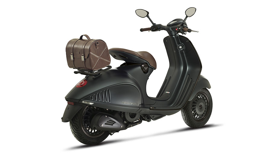 vespa-946-emporio-armani-photos-5