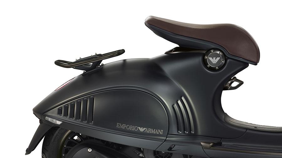 Vespa 946 Emporio Armani Seats in the rear