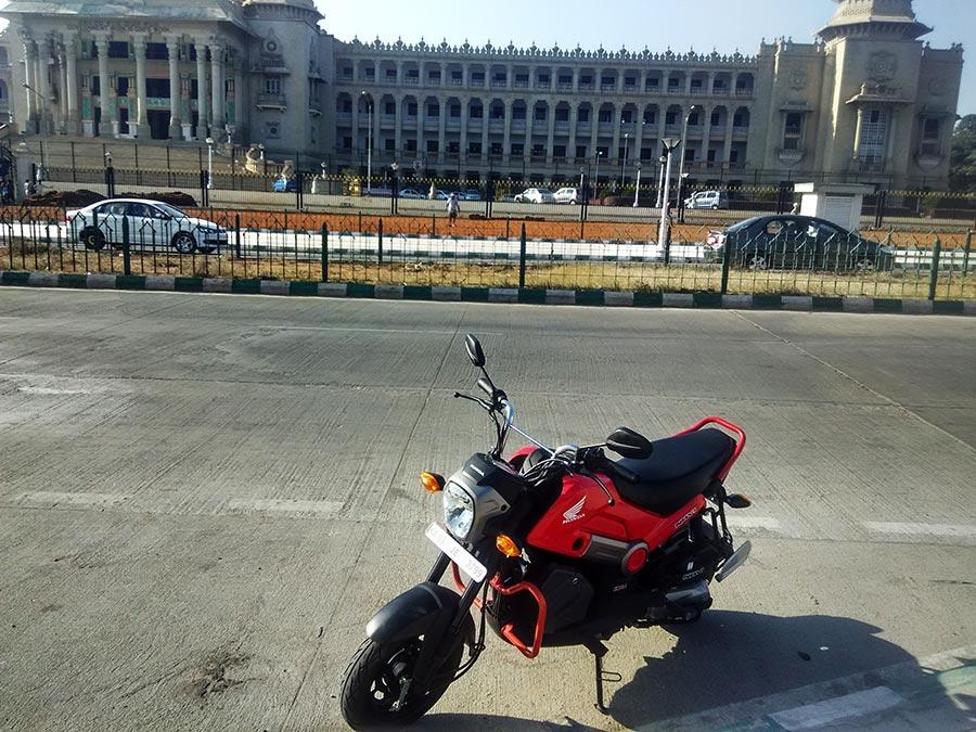 honda-navi-street-shot