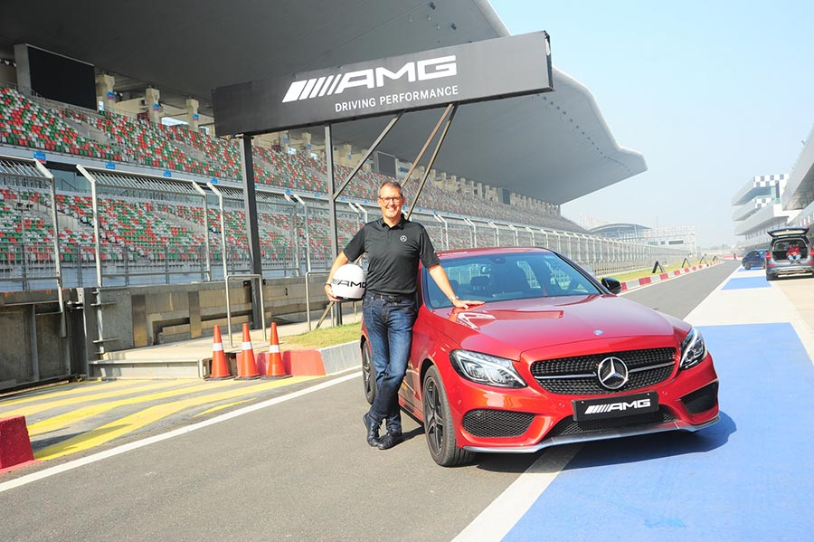 mercdedes-benz-amg-driving-performance-sprint