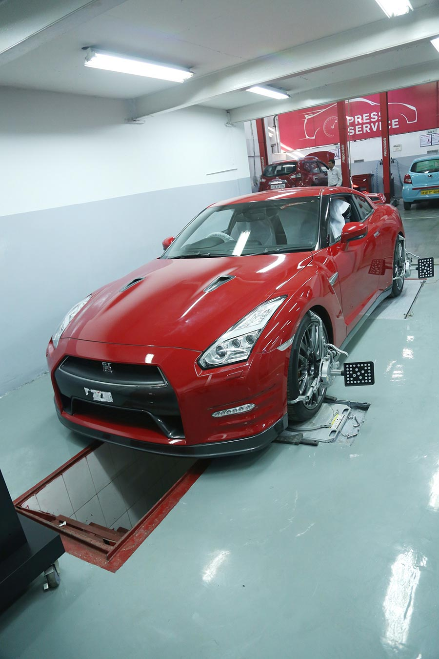 Nissan GT-R Alignment Bay
