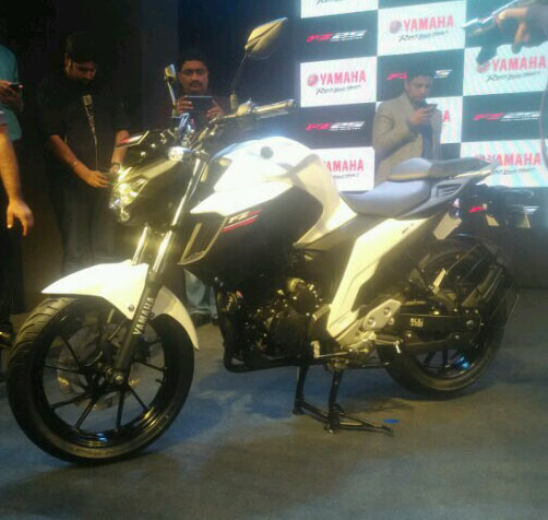 Yamaha FZ25 White Color Photo