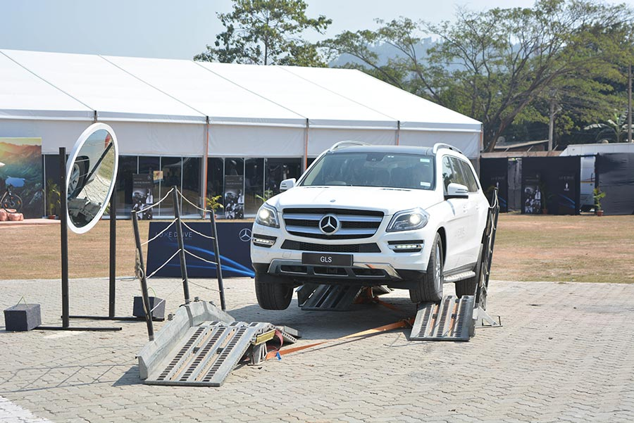 Expert-Driver-showcasing-various-vehicle-dynamics-at-Mercedes-Benz-Luxe-Drive-in-Guwahati-(3)