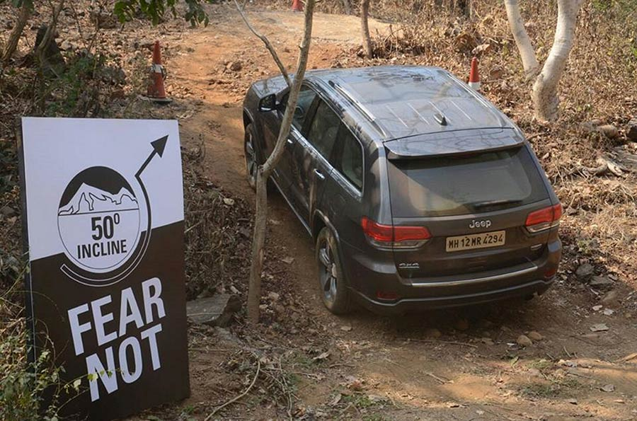 Jeep-Grand-Cherokee-OffRoad-Test-Drive---inclination