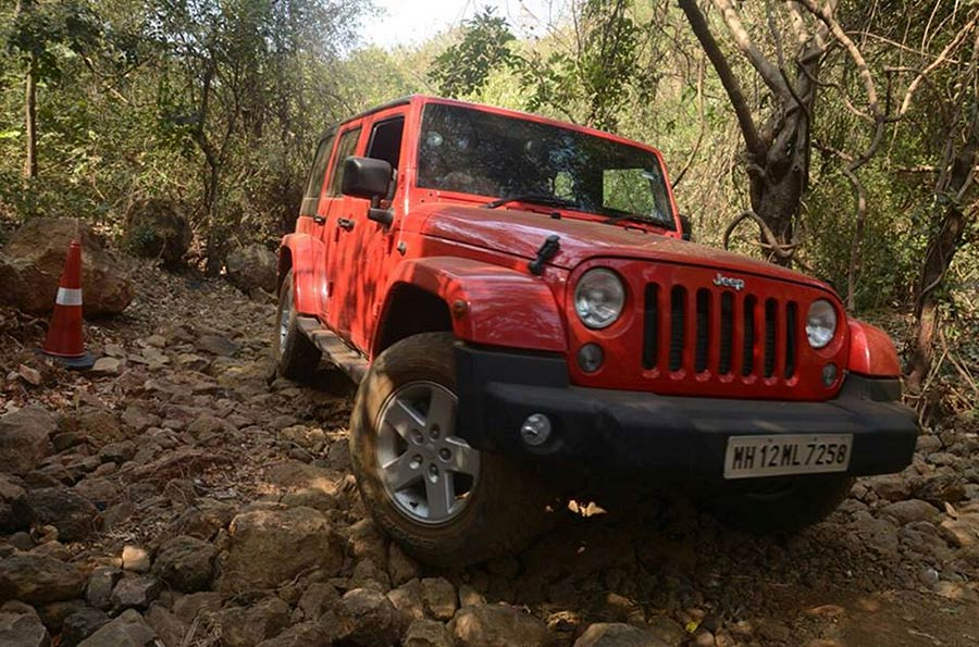 Jeep-Wrangler-Unlimited-on-the-offroad-trail-at-Camp-Jeep-in-Mumbai-(3)