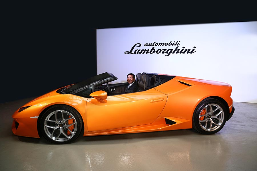 Lamborghini Photo 3