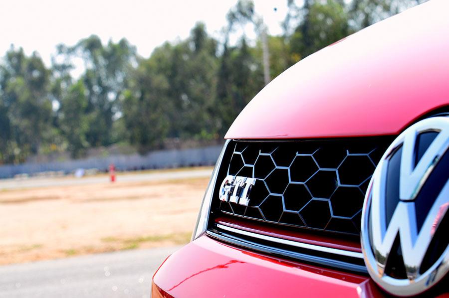 Volkswagen-GTI-Honeycomb-Grille