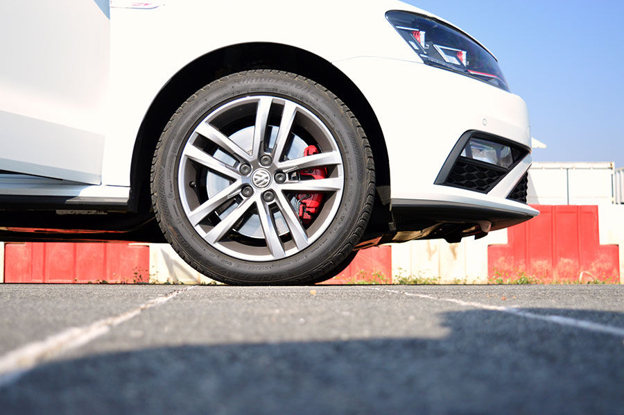 Volkswagen-GTI-Photos-Front-Wheel