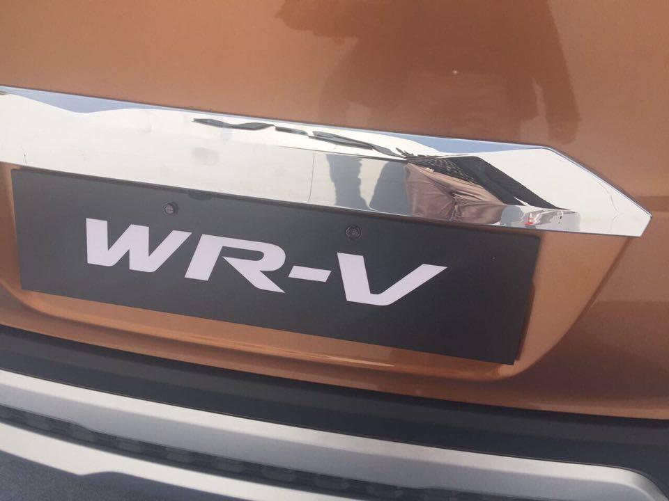2017 Honda WR-V Branding on car