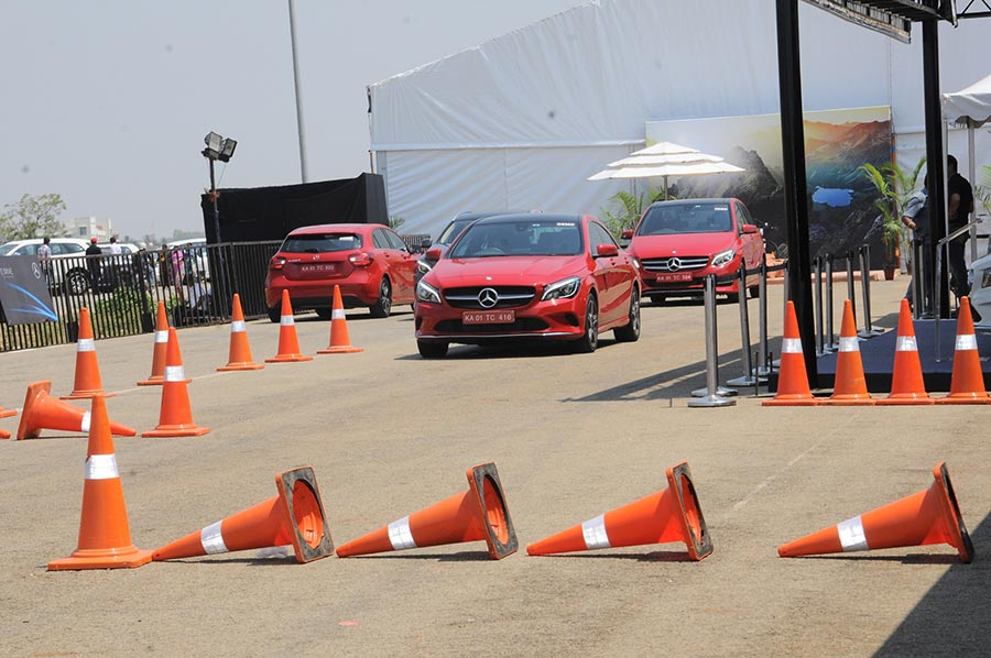 Expert-drivers-showcasing-various-vehicle-dynamics-and-features-of--Mercedes-Benz-cars-at-Luxe-Drive-Bangalore-(2)