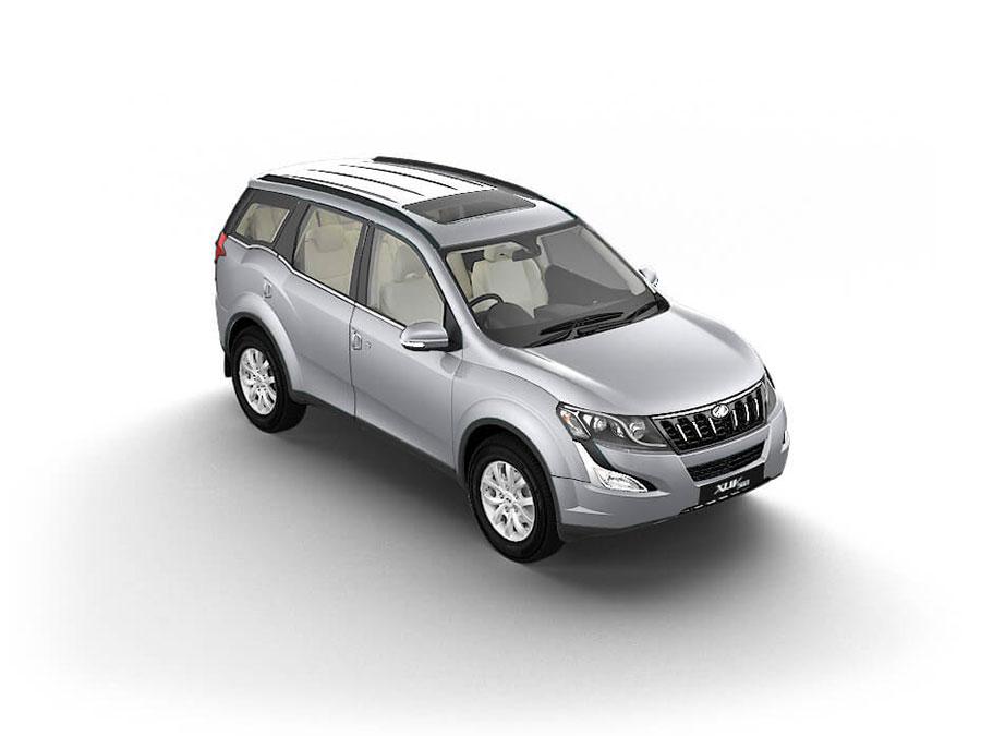 Mahindra XUV500 Moondust Silver Color. Mahindra XUV500 Silver