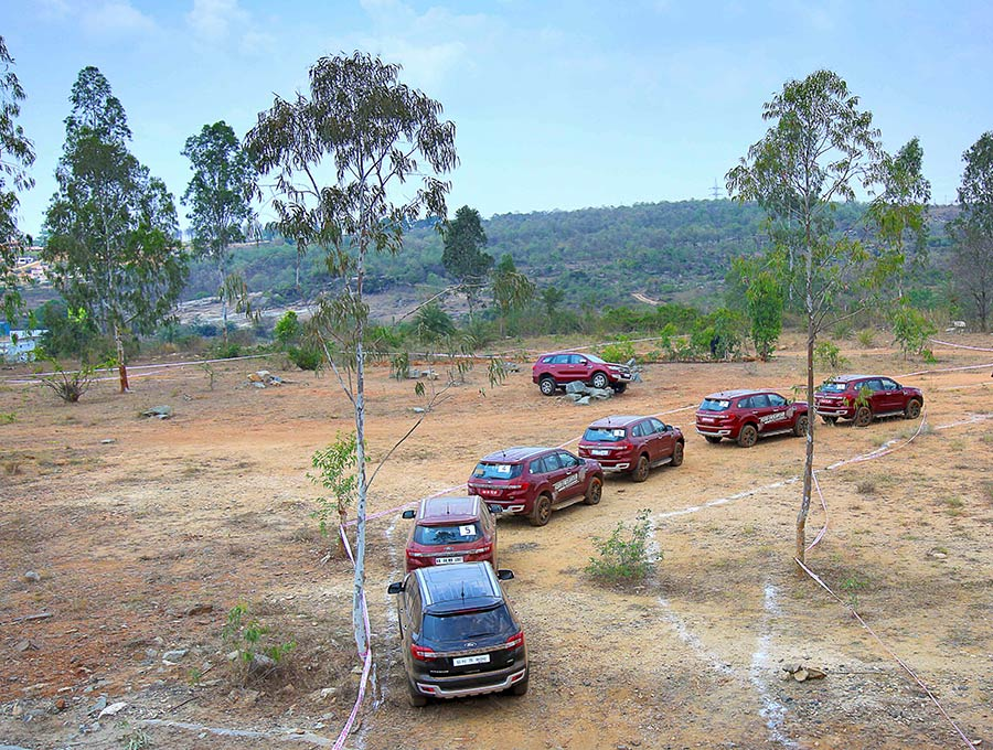 Off-road-Ford-Endeavour-Group-Photo-1