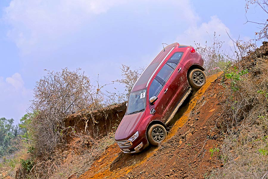 Off-road-Ford-Endeavour-Photo-10