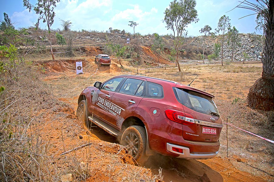 Off-road-Ford-Endeavour-Photo-4