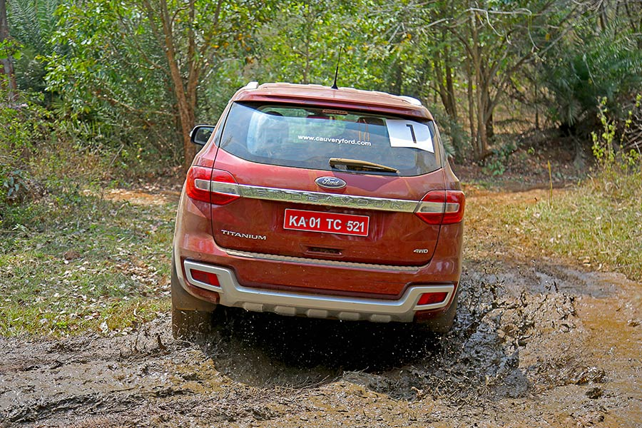 Off-road-Ford-Endeavour-Photo-5