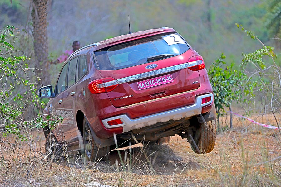 Offroad-Ford-Endeavour-Photo-12