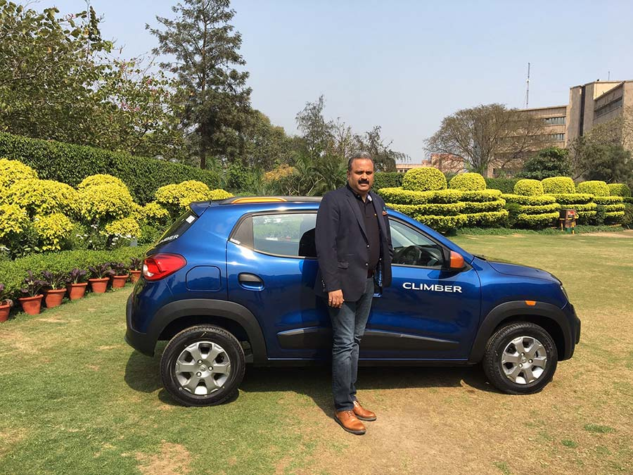 Renault-Kwid-Climber-Photo-with-CEO