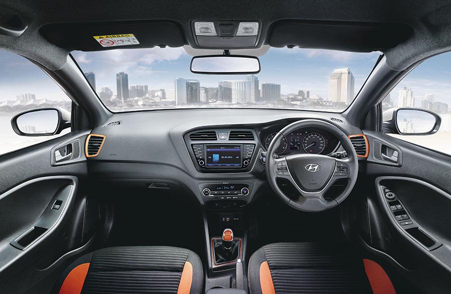 New-2017-Elite-i20---Dual-Tone-Interior