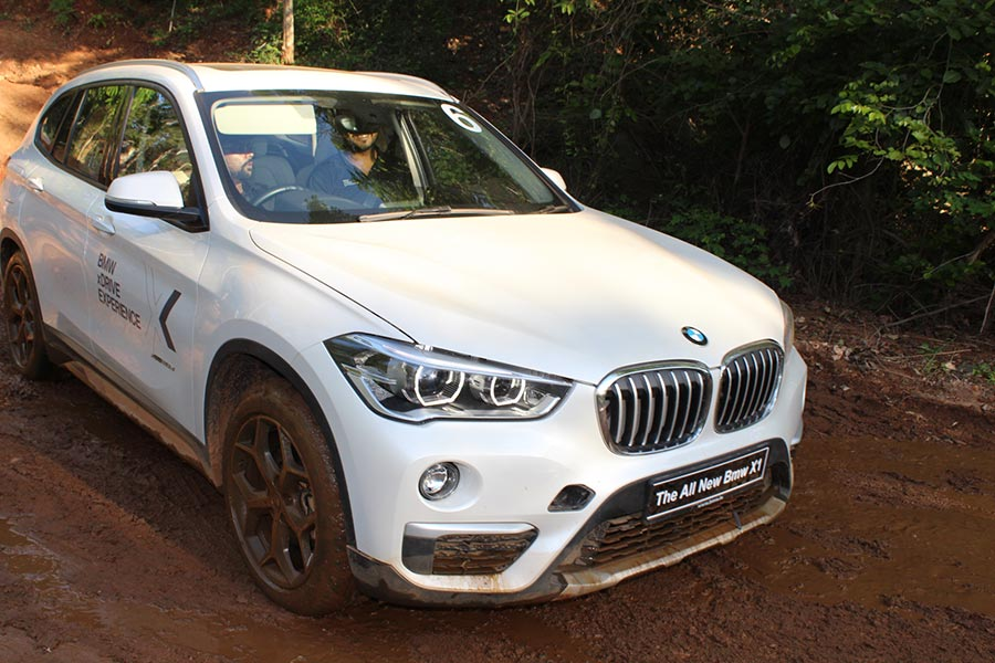 mind blowing photos of bmw x1 from bmw xdrive experience 2017 gaadikey. Black Bedroom Furniture Sets. Home Design Ideas