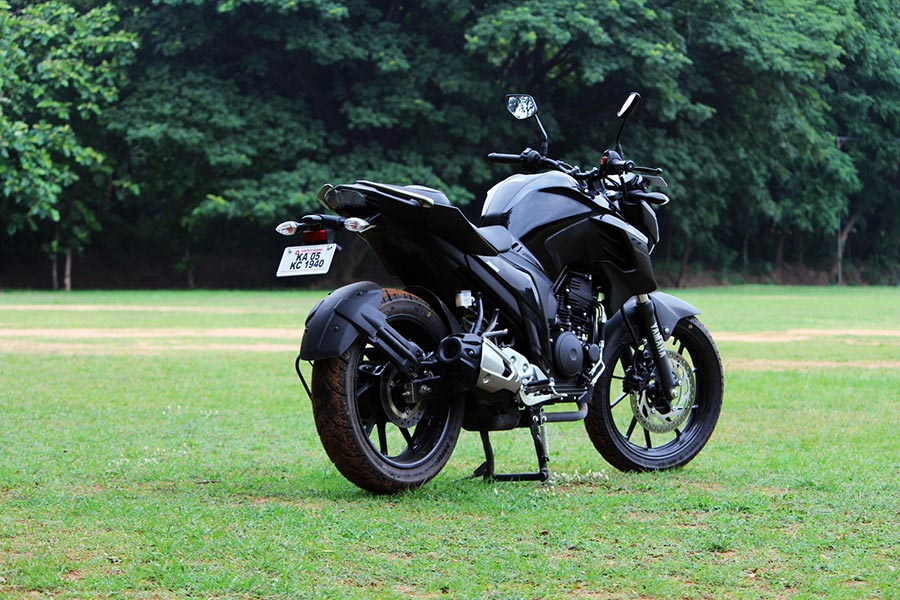 yamaha fz25 review  knight black