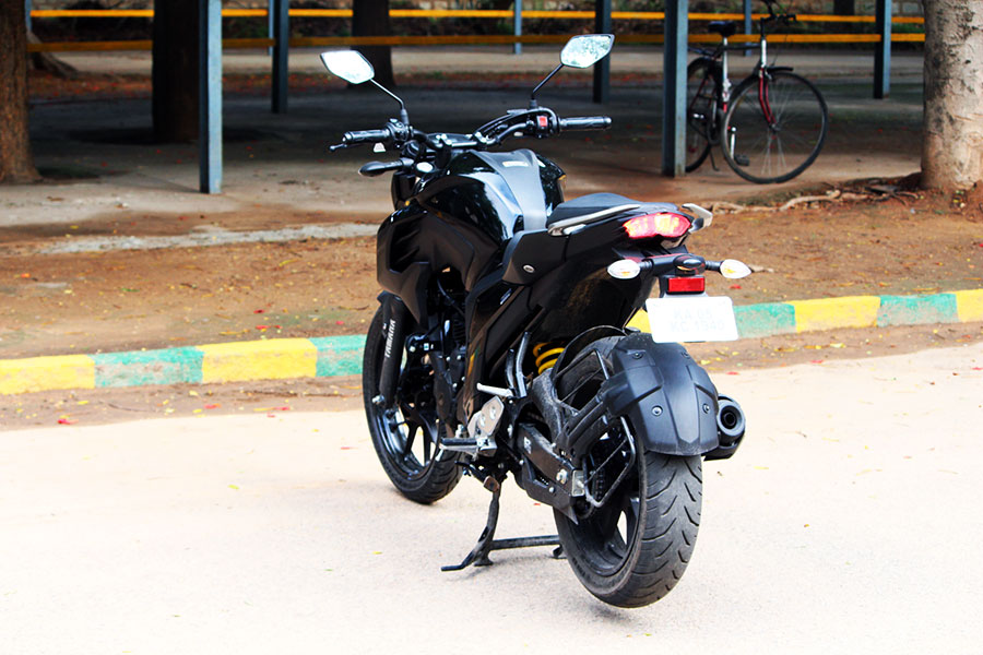Yamaha fz25 review knight black perfect powerful 250cc for Yamaha fz back tyre price