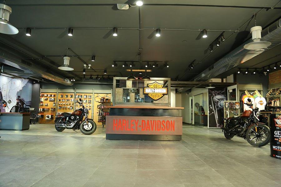 Tokyo japan harley davidson dealership — pic 4