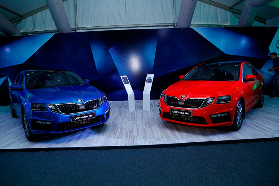 Skoda Octavia RS 230 Blue and Red Color
