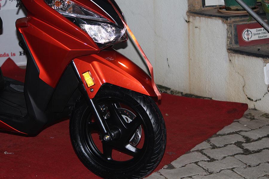 Scooter With Seat >> Honda Grazia Photos - GaadiKey