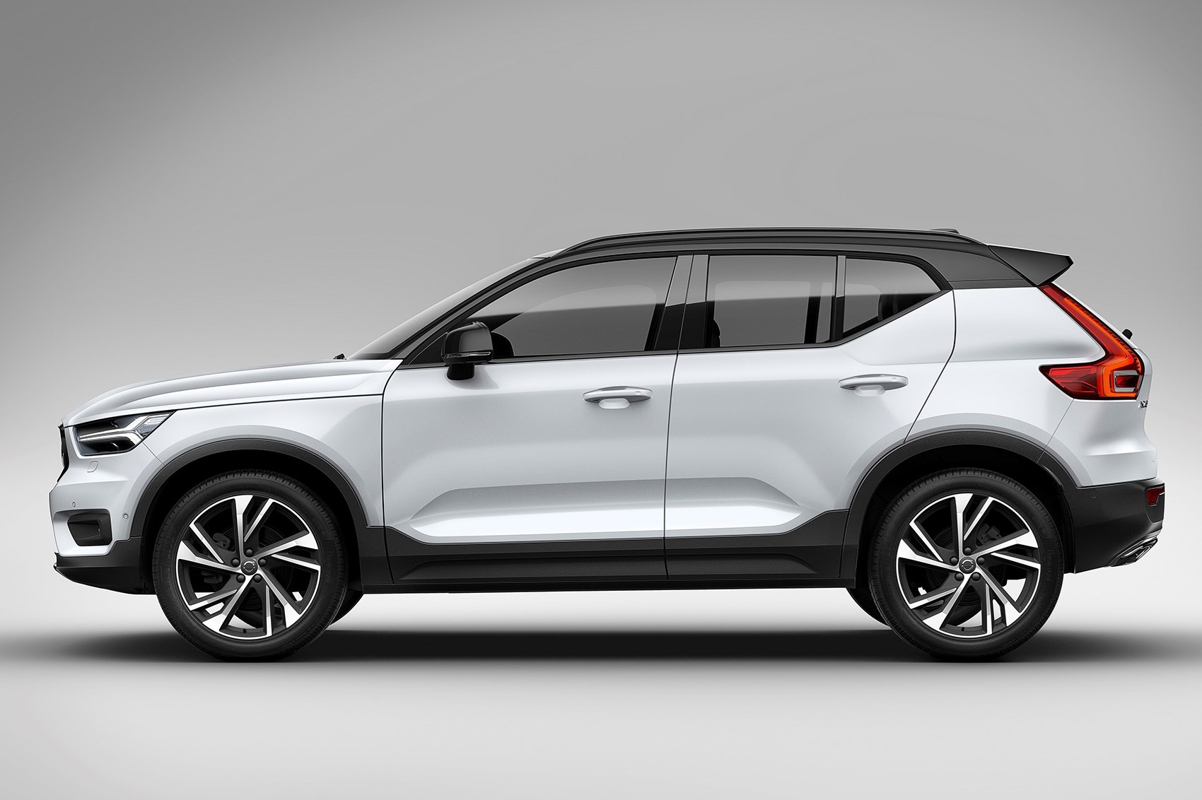 volvo xc40 volvo s baby suv all set to take indian roads gaadikey. Black Bedroom Furniture Sets. Home Design Ideas