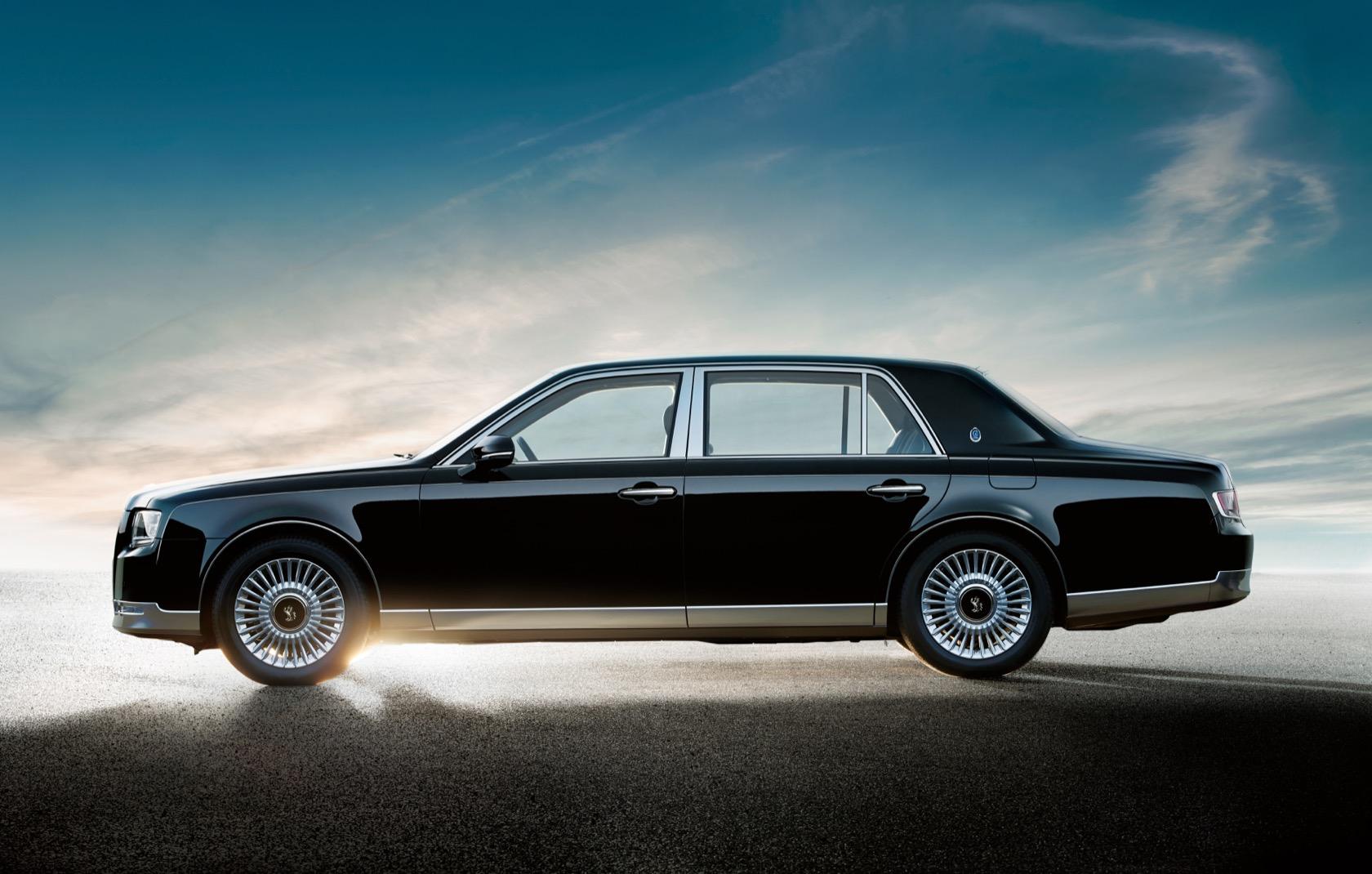 Japan's Most Popular Chauffeur-driven Luxury car - Toyota ...