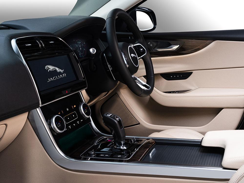 Jaguar XE 2020 Infotainment system