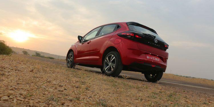 Tata Altroz Review - Premium hatchback redefined? - GaadiKey